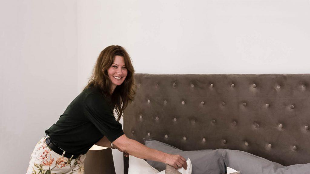 Karina Elm er boligstylist og indehaver af InBoligStyling. Siden 2007 har Karina og hendes team hjulpet danskerne med at style deres boliger klar til salg.