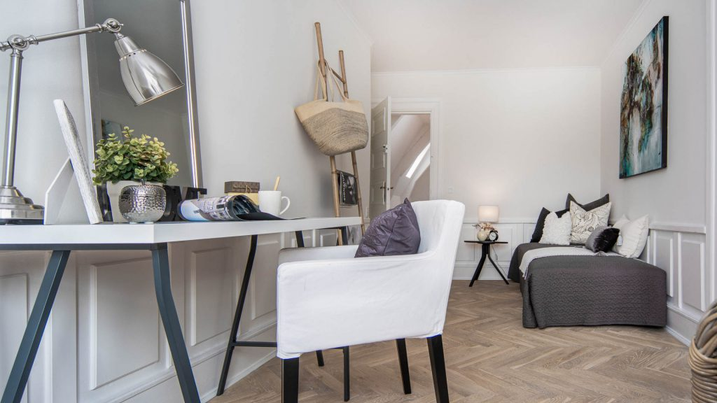 En Midi Styling hjælper dig til at få sat fokus på, at din bolig fremstår attraktiv og indbydende for de potentielle købere. Boligstyling kan være en rigtig god investering af din tid og penge, der hurtigt kan vise sig, at tjene sig ind.