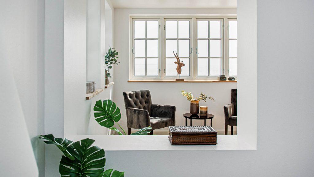 Vi har mange års erfaring med professionel boligstyling, der får boliger bedre solgt. Skal vi også hjælpe dig?