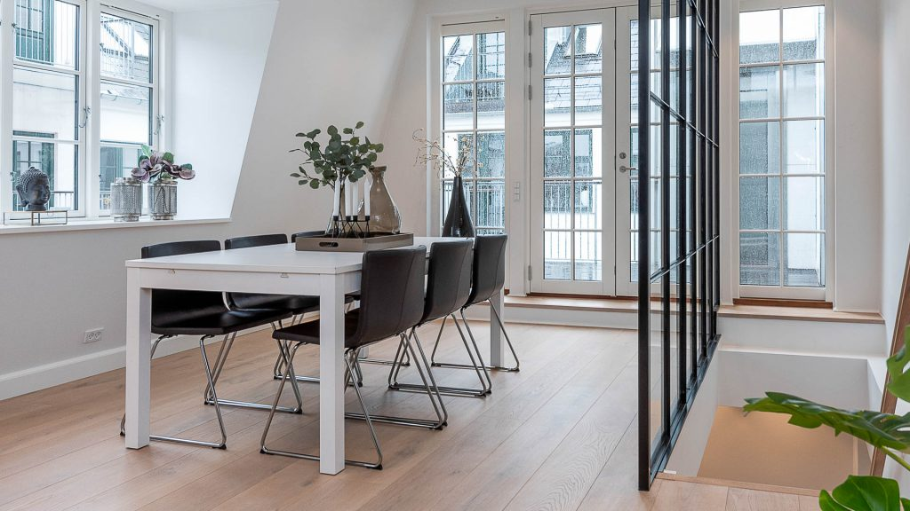 InBoligStyling løser erhvervs- og specialopgaver som projektsalg og prøveboliger. Kontakt os vedrørende eventuelle specialtilbud. Vi leverer professionel boligstyling i høj kvalitet, så boligerne fremtræder attraktive i den rigtige stil.