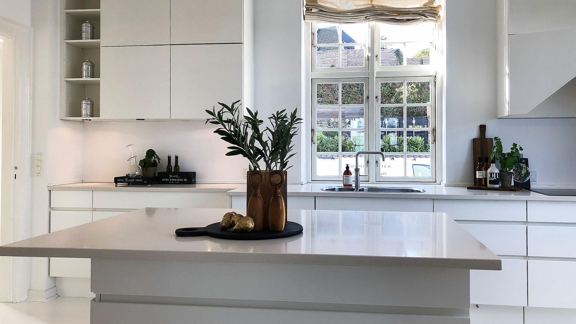 Lækker styling af køkken med en dLux Styling fra InBoligStyling